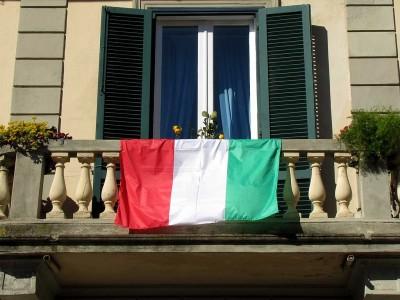 livorno-una-foto-al-giorno-bandiere-alla-rovescia.jpg